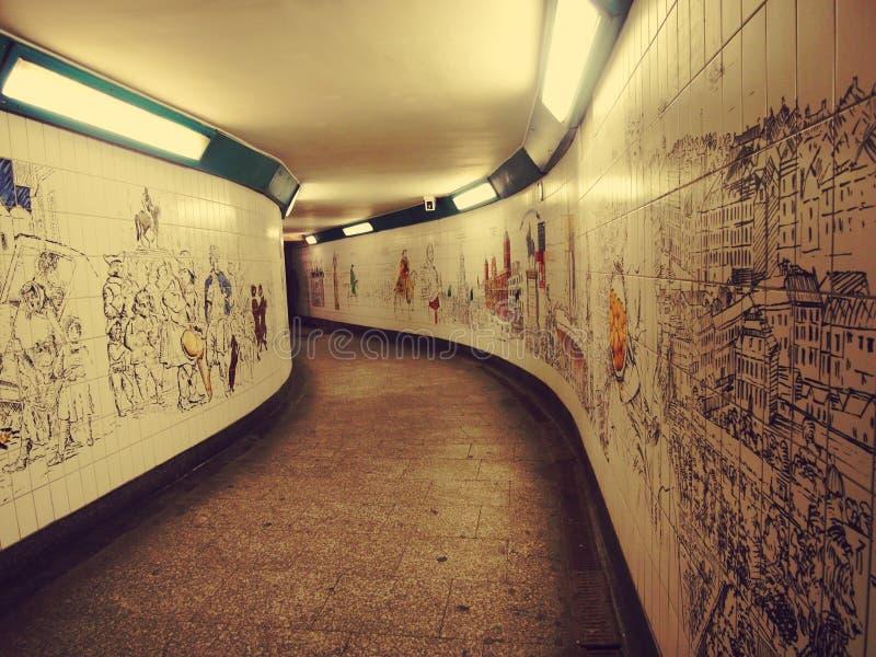 Искусство на стене - путь к Лондону подземному стоковые изображения