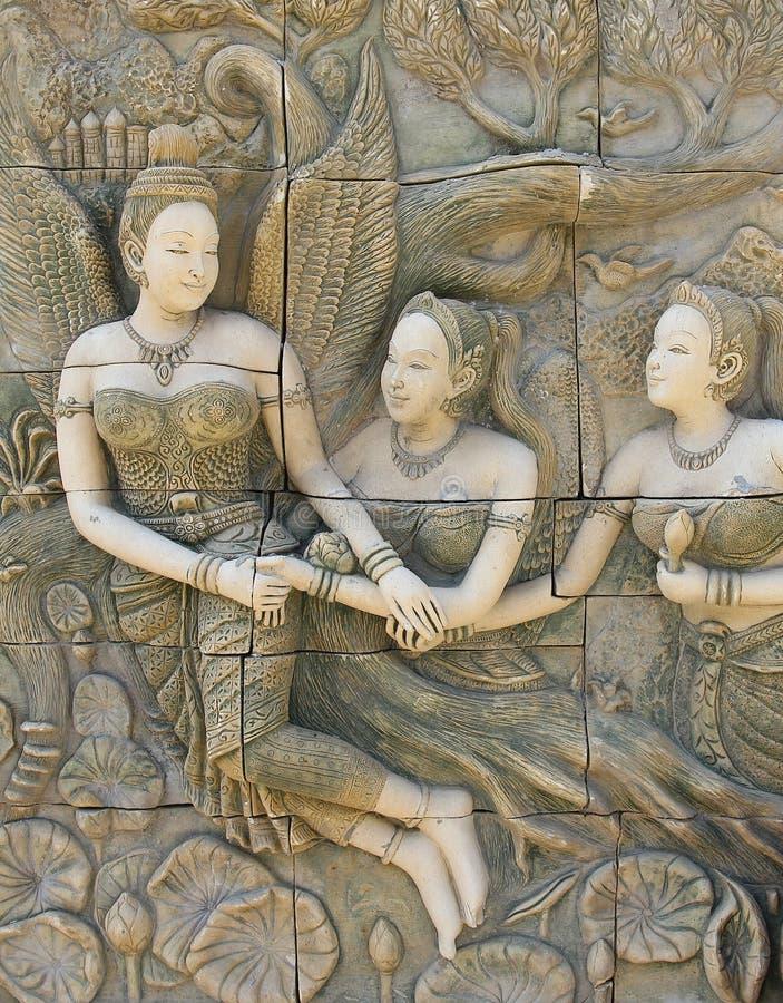 Искусство статуи женщины тайское в тайском виске стоковое изображение