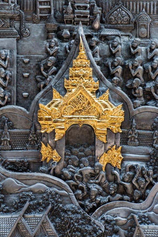 Искусство тайского стиля серебряное высекая на стене виска, Wat Srisuphan, Ch стоковые изображения rf
