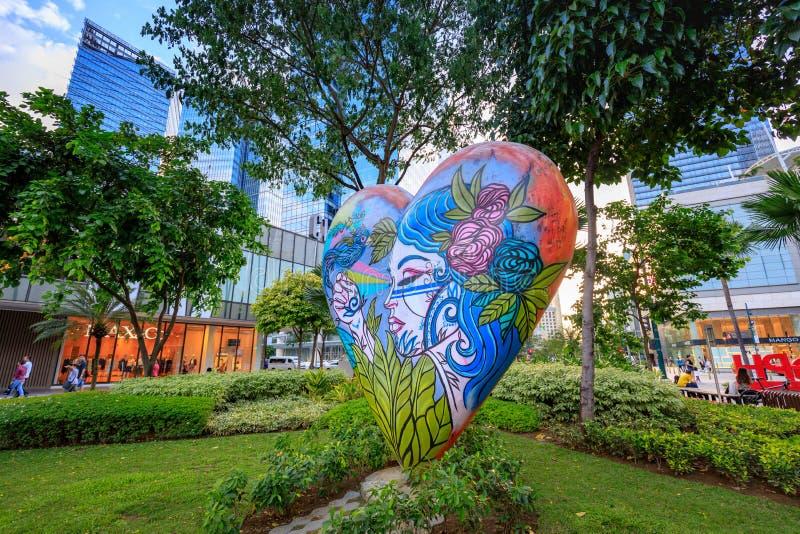 Искусство улицы главной улицы на городе Bonifacio глобальном 1-ого сентября 201 стоковое фото rf