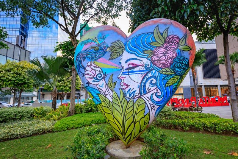 Искусство улицы главной улицы на городе Bonifacio глобальном 1-ого сентября 201 стоковое фото