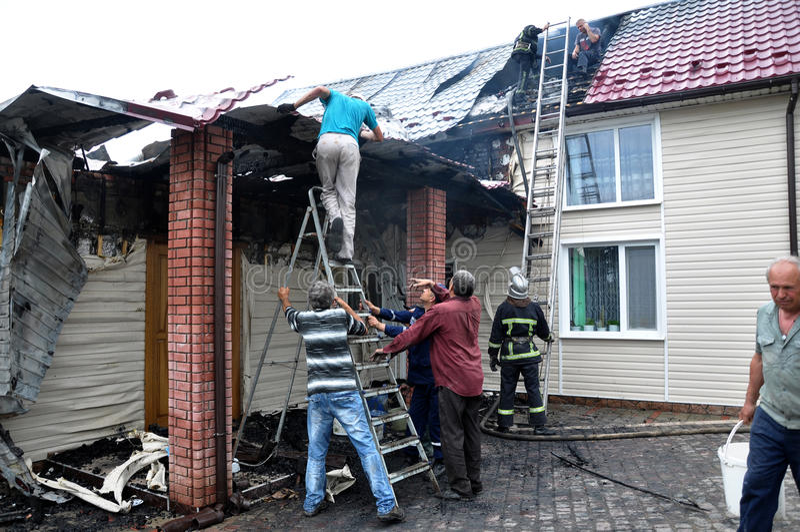 Исключение огня в частном сельском жилом buildin стоковое фото rf