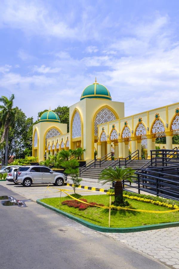 Исламская разбивочная мечеть в Mataram стоковое фото rf