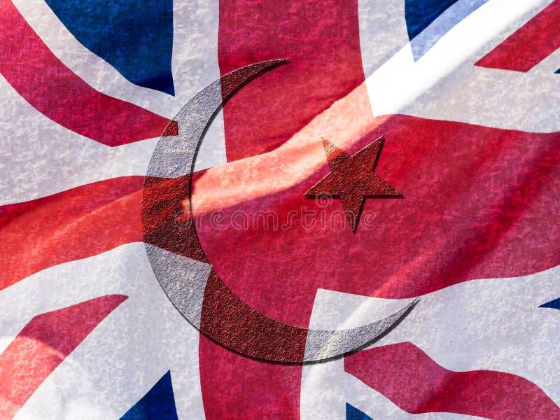 Исламский символ смешанный с двойной экспозицией флага Юниона Джек стоковое фото rf