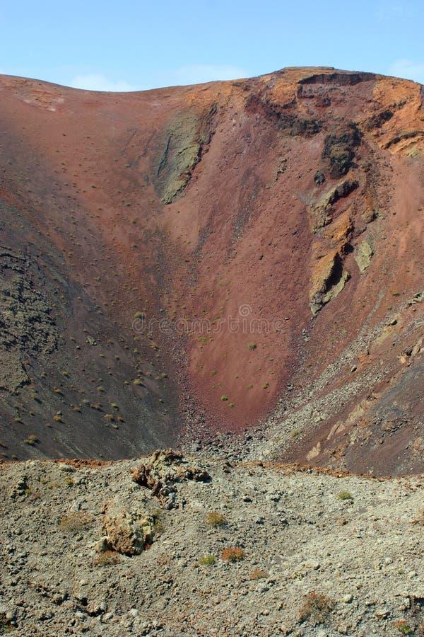 Испания, Канарские острова, Лансароте, кратер вулкана стоковые изображения rf