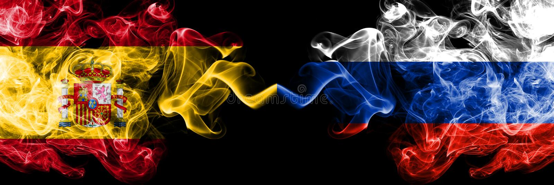 Испания против России, русские закоптелые мистические флаги установила сторону - - сторона Покрашенная толстая шелковистой курит  стоковое фото