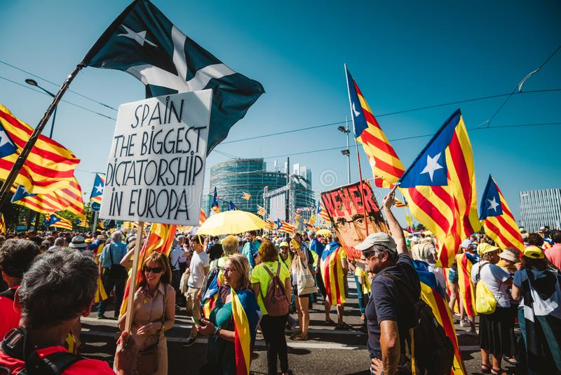 Испания самая большая диктатура в плакате Европы на протесте стоковые фотографии rf