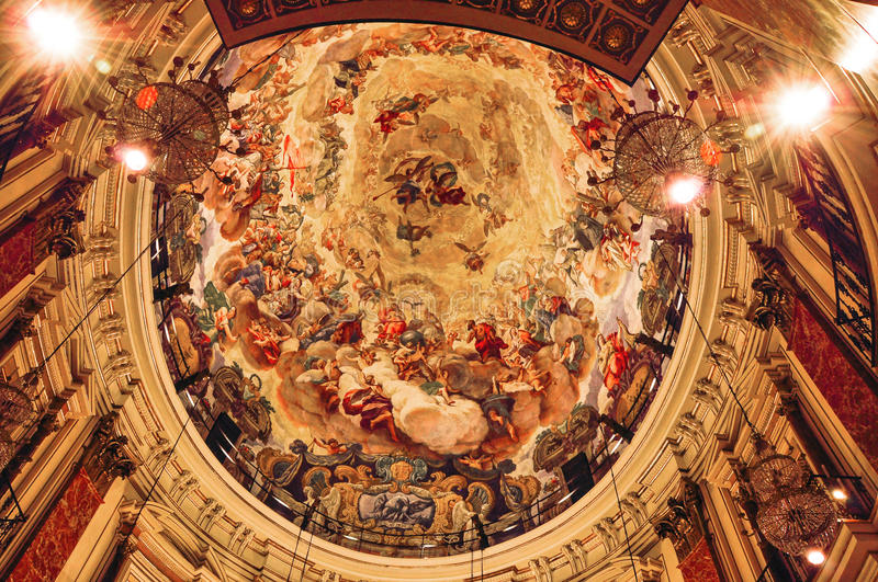 Испания valencia Внутренн BasÃlica de Ла Virgen de los Desampar стоковая фотография