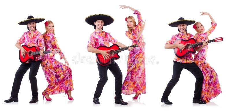 Испанские пары играя гитару и танцевать стоковая фотография rf