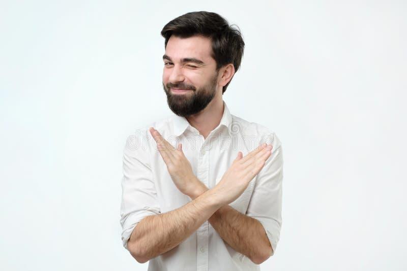 Испанский мужской делая знак стопа на белой предпосылке стоковые изображения rf