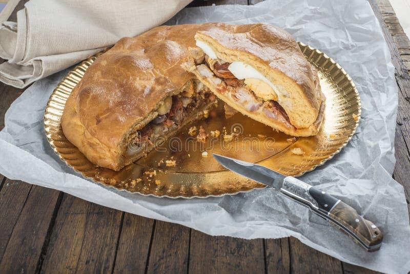 Испанский пирог мяса вызвал hornazo стоковое изображение rf