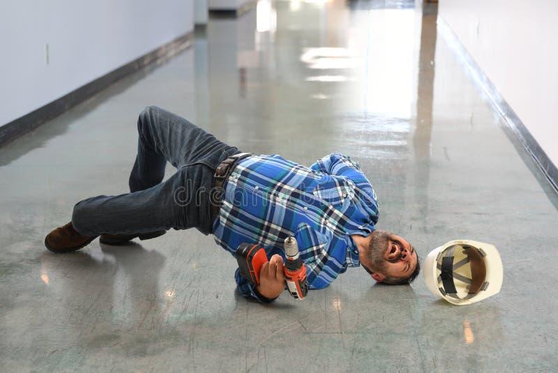 Испанский работник падая на пол стоковое фото