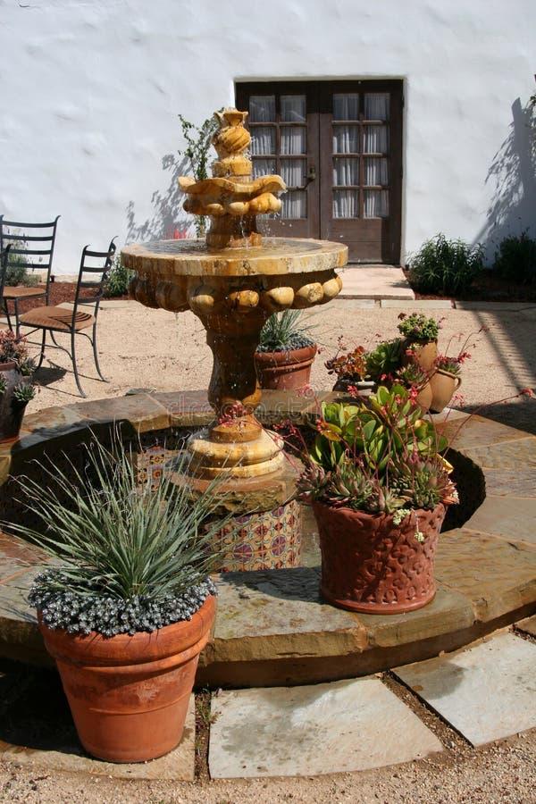 испанский язык фонтана двора Стоковая Фотография