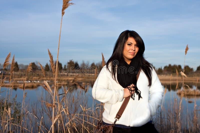 испанца женщина outdoors стоковая фотография
