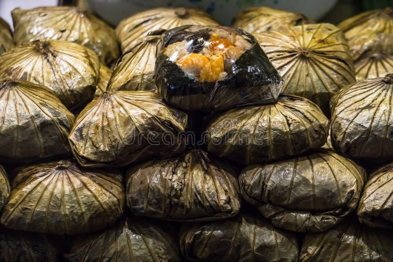 Испаренные жареные рисы в лист лотоса стоковое фото rf