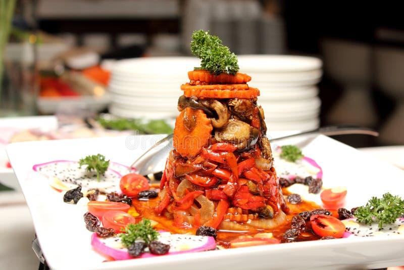 Испаренные овощи смешанного салата с соусом стоковые фото