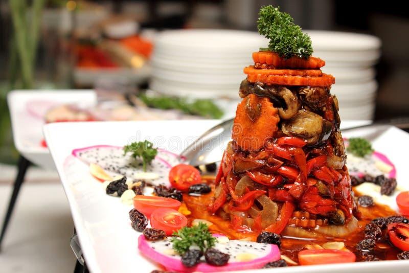Испаренные овощи смешанного салата с соусом стоковая фотография