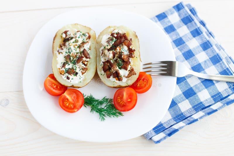Download Испеченная картошка стоковое изображение. изображение насчитывающей половинно - 33730429