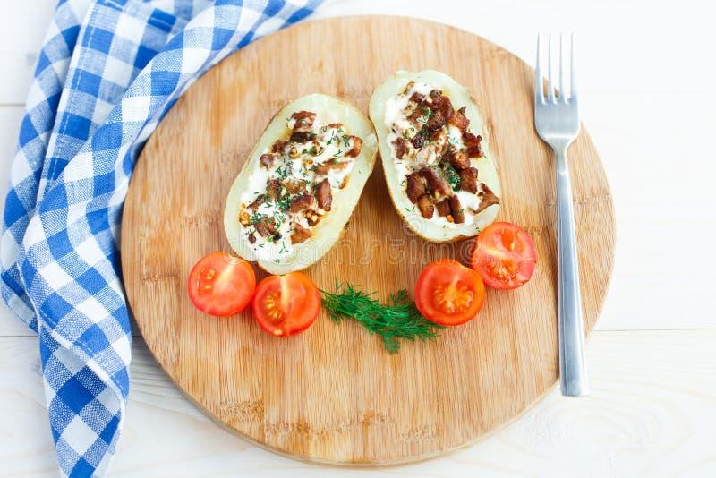 Download Испеченная картошка стоковое изображение. изображение насчитывающей bluets - 33730467
