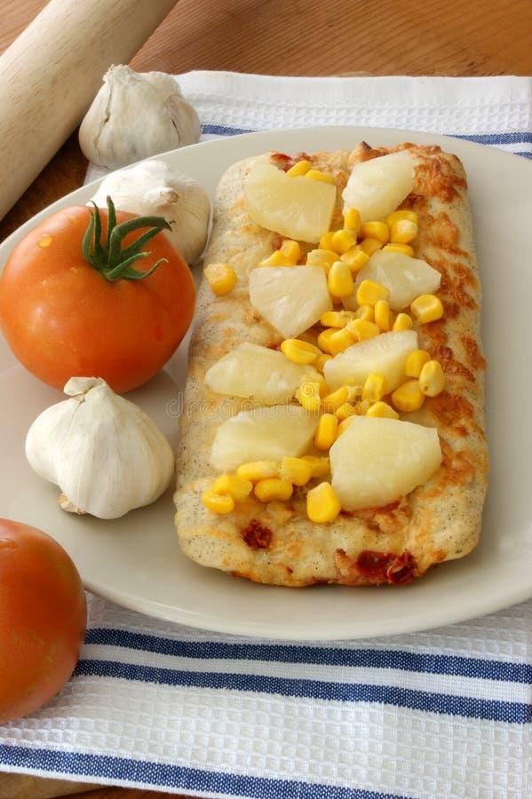 испеченная пицца ананаса печи мозоли стоковое фото rf