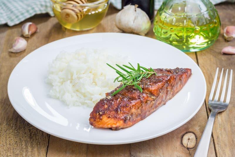 Испеченное salmon филе с рисом стоковое фото