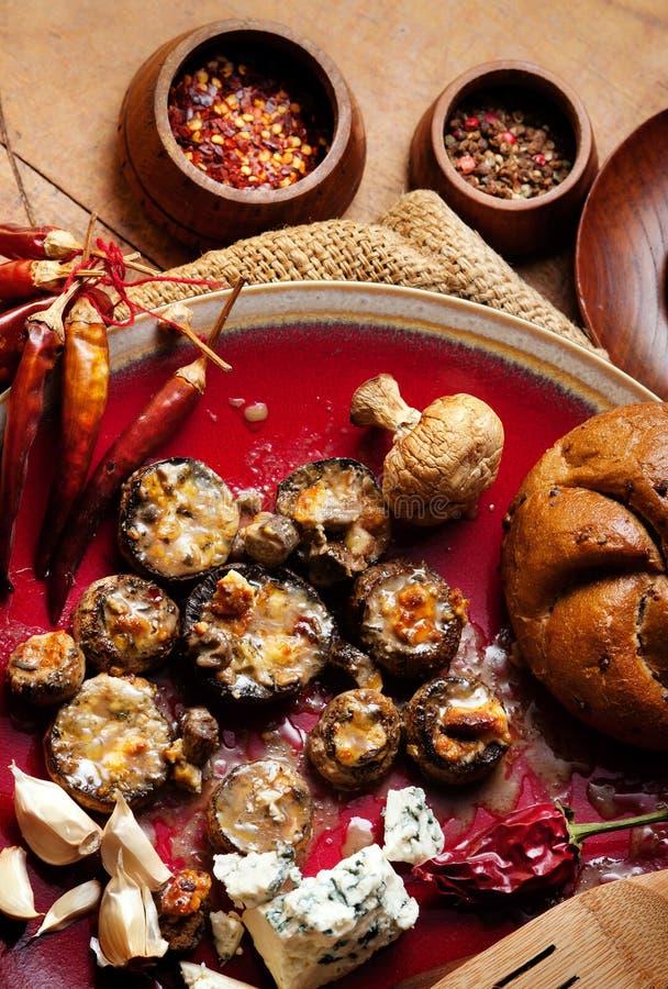 испеченные грибы стоковое фото