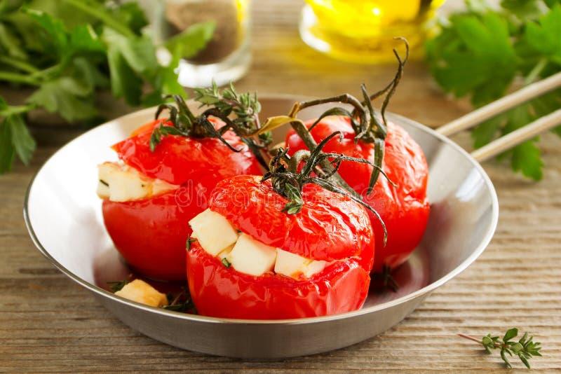 Испеченные заполненные томаты стоковые фотографии rf