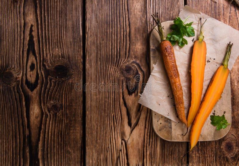 Испеченные моркови (снятый конец-вверх) стоковое фото rf