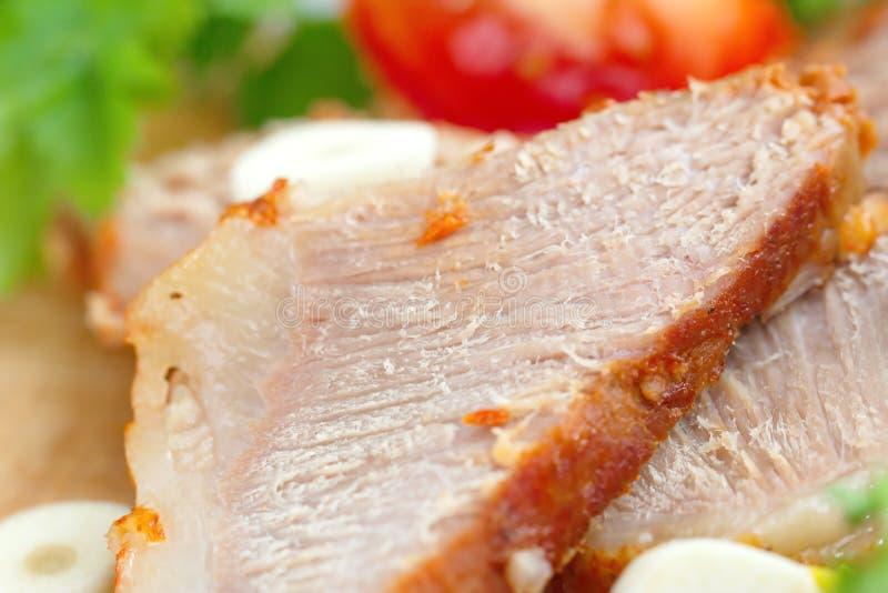 Испеченные мясо и овощи стоковые изображения
