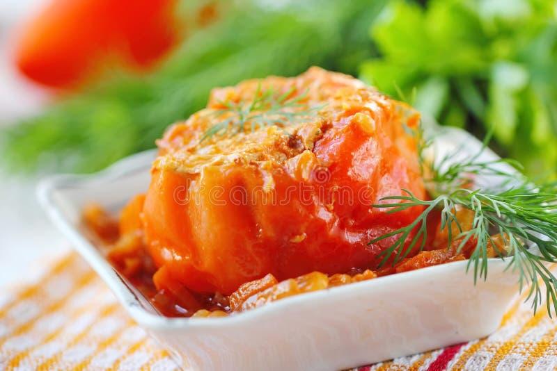 Испеченные перцы заполненные с мясом, рисом и овощем стоковые фото