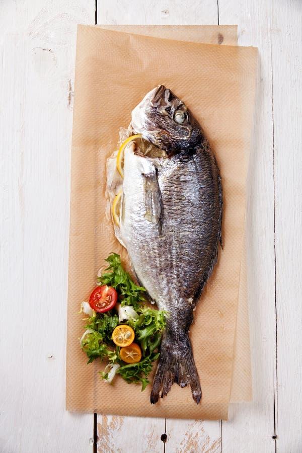 испеченные рыбы стоковая фотография
