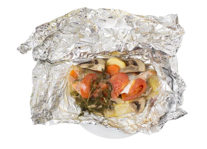 Испеченные семги с овощами и грибами в фольге стоковые изображения
