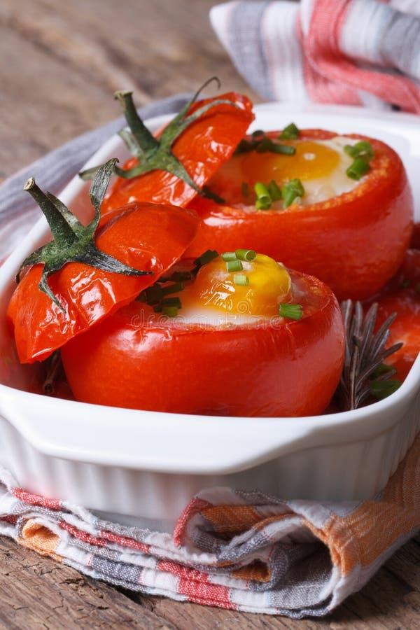 Download Испеченные томаты заполненные с яичками вертикальными Стоковое Фото - изображение насчитывающей сосиска, здорово: 40591622