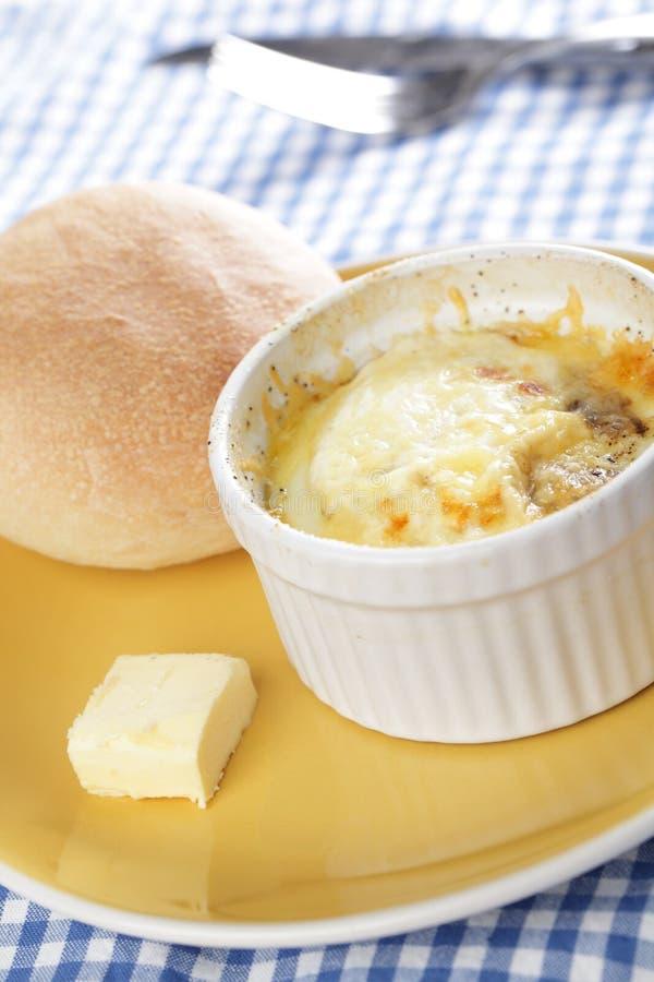 испеченные яичка завтрака ввели швейцарца в моду стоковое фото rf