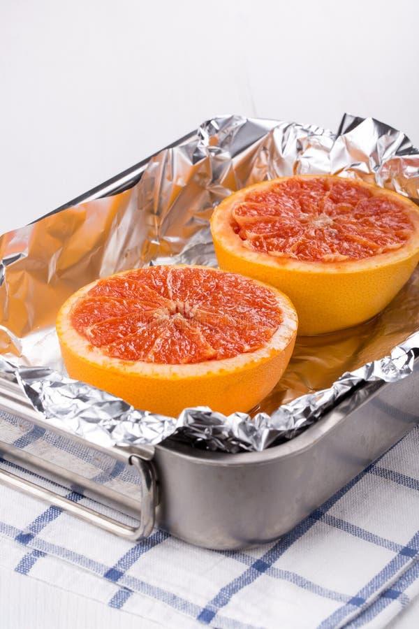 Испеченный грейпфрут половин стоковое изображение rf