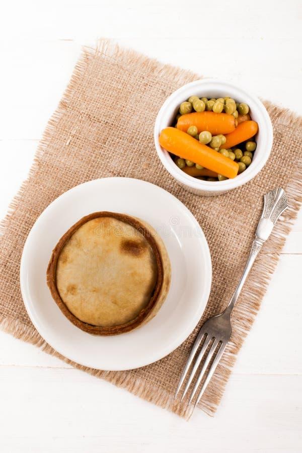 Испеченный шотландский пирог с белыми горохом и морковью стоковое фото rf