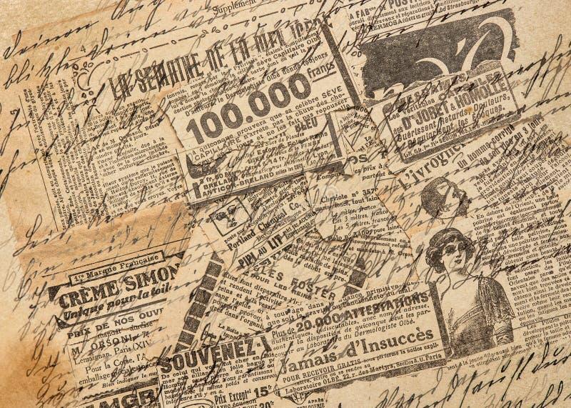 Используемые бумажные творческие винтажные прокладки газеты предпосылки стоковое изображение