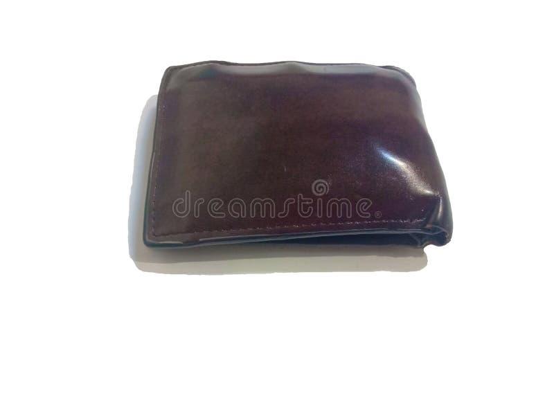 Используемые коричневые кожаные бумажник или портмоне на изолированной белой предпосылке стоковая фотография rf