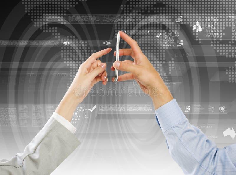 Download Используя мобильный телефон Стоковое Изображение - изображение насчитывающей будущее, цифрово: 41652377