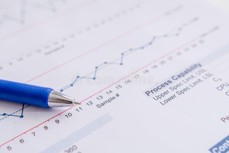 Исследования в области маркетинга отчете о диаграммы диаграммы документа рабочих данных дела стоковые изображения rf