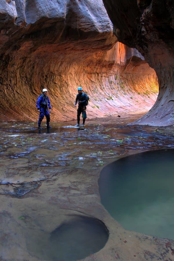 исследователи каньона стоковая фотография