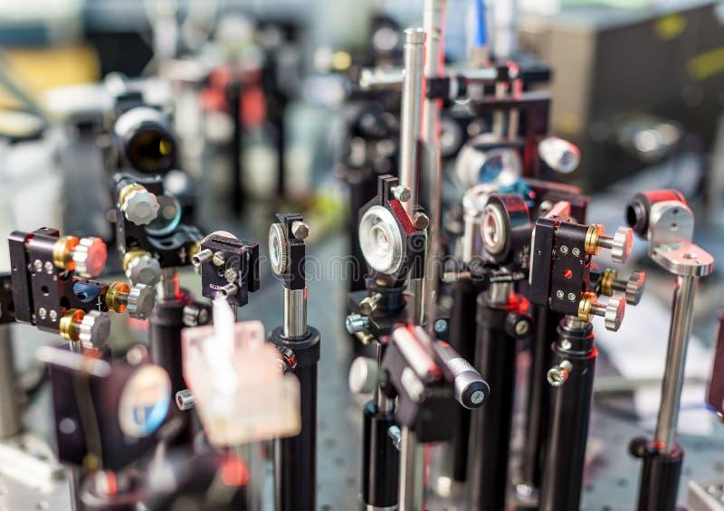 Исследование лазеров на стенде испытания стоковое изображение rf