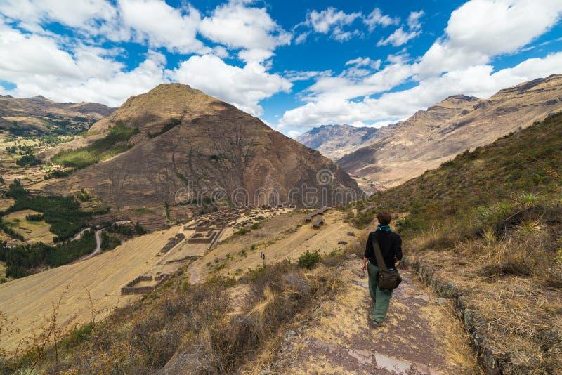 Исследуя следы Inca и террасы Pisac, Перу стоковое изображение rf