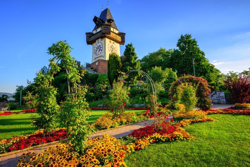 Историческая башня с часами Uhrturm в Граце, Австрии стоковые фотографии rf