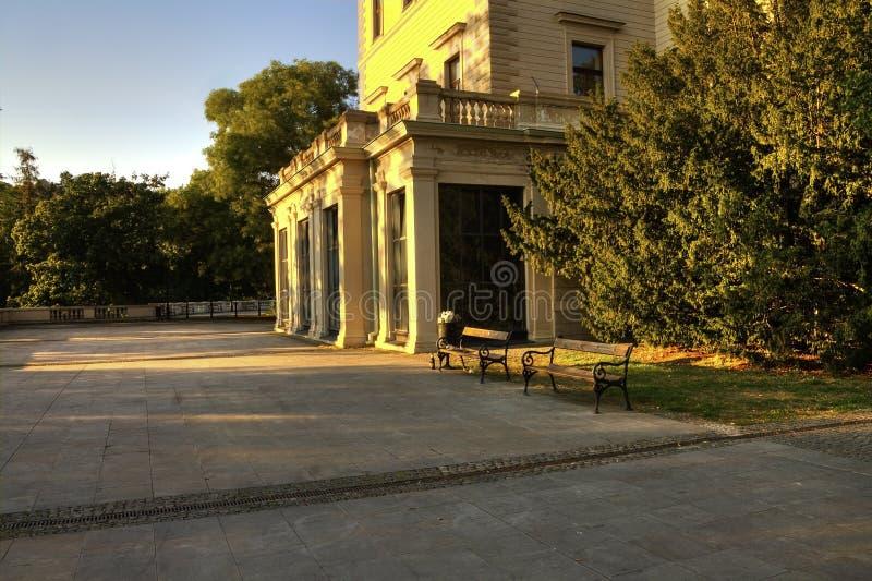 Историческая вилла Grebova в парке Havlicek (Havlickovy sady aka Grebovka) во время дня славного лета солнечного стоковые фотографии rf