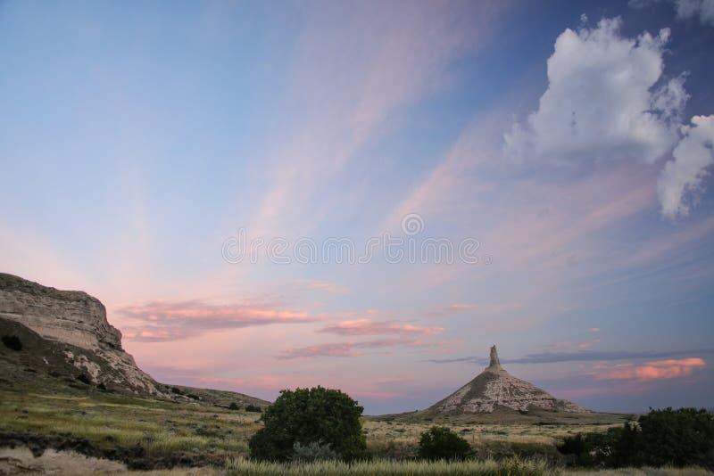 Историческая достопримечательность в раннем утре, западная Небраска утеса камина национальная, США стоковая фотография rf