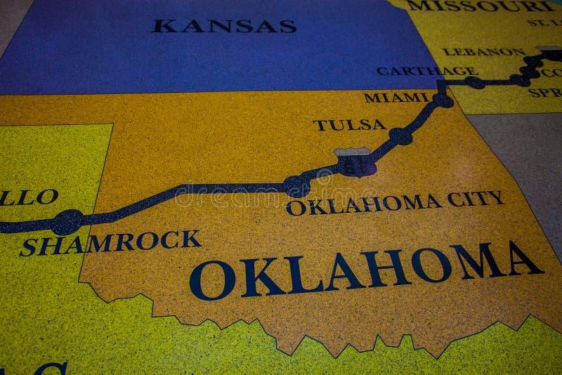 Историческая карта трассы 66 сделанная от пола мозаики мозаики с дизайном карты стоковые фотографии rf