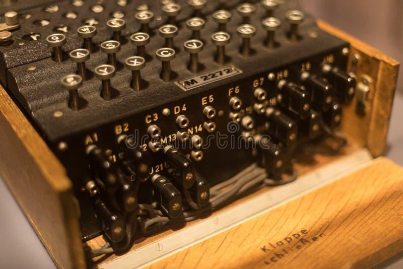 Историческая машина кодирвоания engima в waltrop Германии стоковые фото