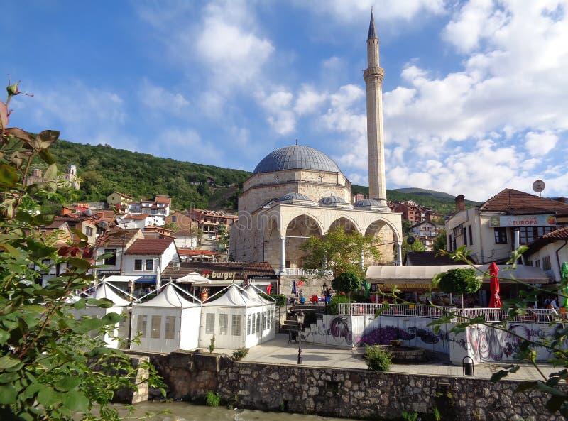 Историческая мечеть паши Sinan, место всемирного наследия ЮНЕСКО в старом городке Prizren стоковое фото rf