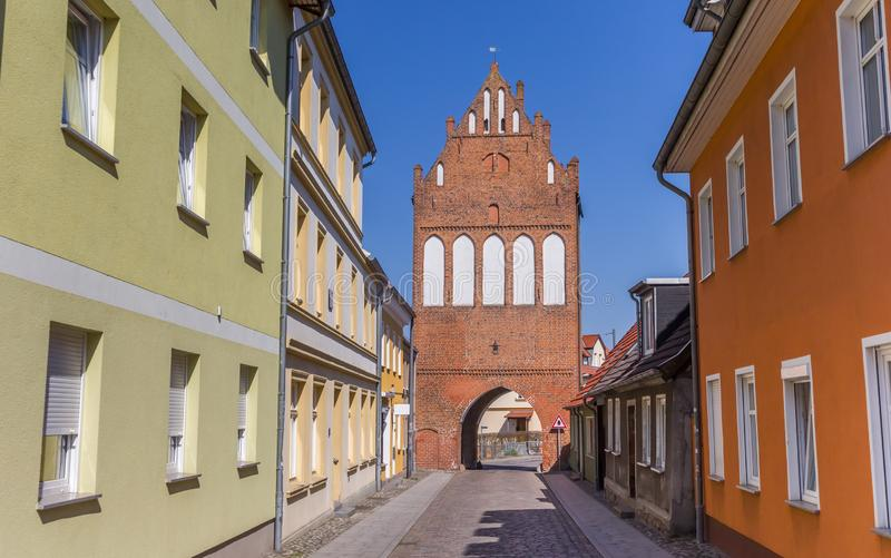 Историческая скалистая вершина Stralsunder ворот города в Grimmen стоковое фото rf